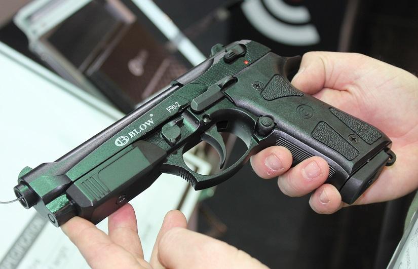 fd834636a165 Az idei IWA fegyverkiállítás magyar piacon talán legrelevánsabb része  következik, a nem halálos védelmi eszközöké. Ezek főként nálunk is legális  ...