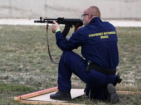 Szolgálati célú lőfegyverviselők lőkiképzése Magyarországon